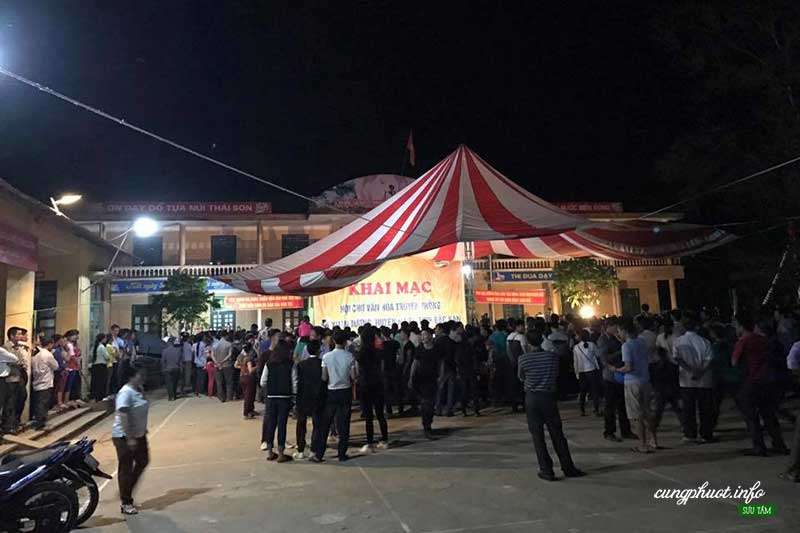 Lễ hội chợ tình Xuân Dương (Ảnh – Phạm Trọng Minh)