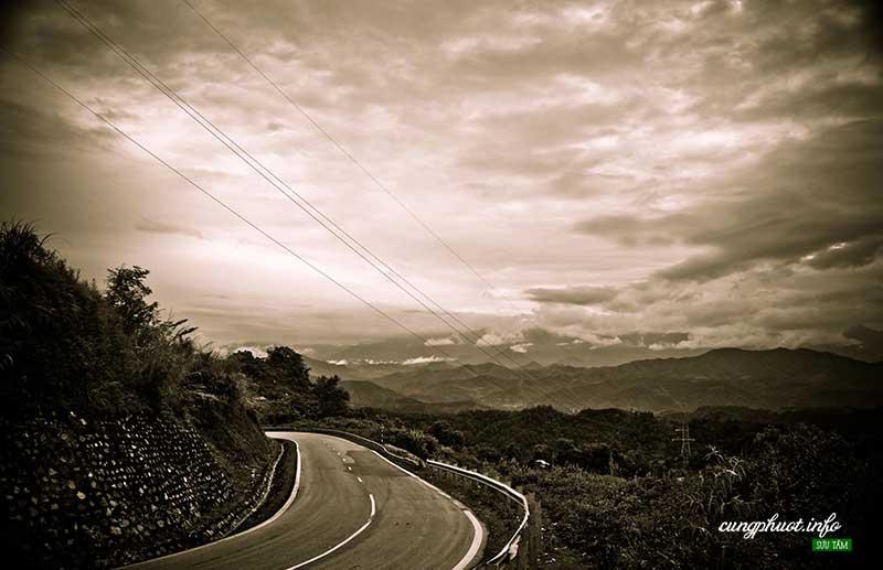 Trên đường lên đèo Giàng (Ảnh – Ly Trung)