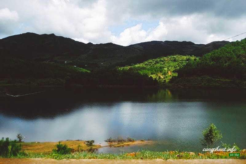 Hồ sinh thái Bản Chang (Ảnh – sinhvienkt)